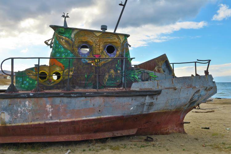 Khuzhir Hafen Graffiti altes Schiff
