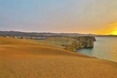 Blick auf Khuzhir und Cape Burhan