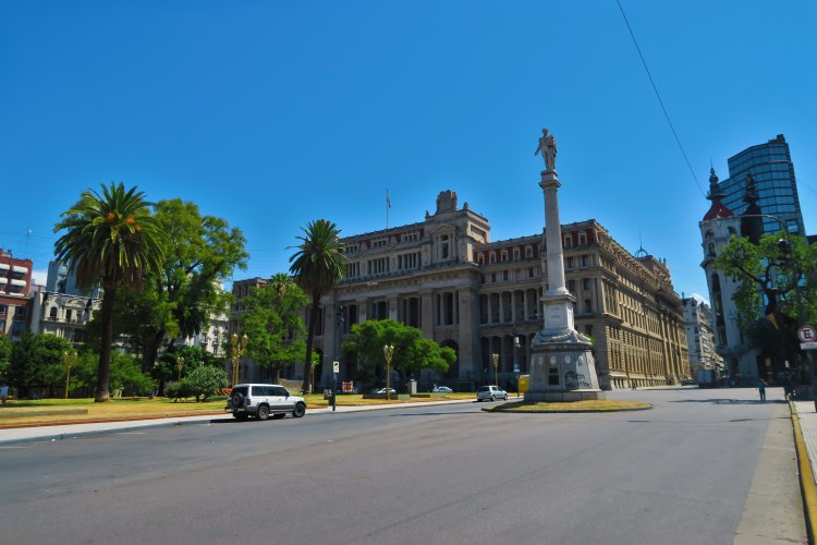 Tribunales Plaza