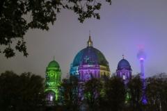 Berliner Dom mit Alex in den Wolken