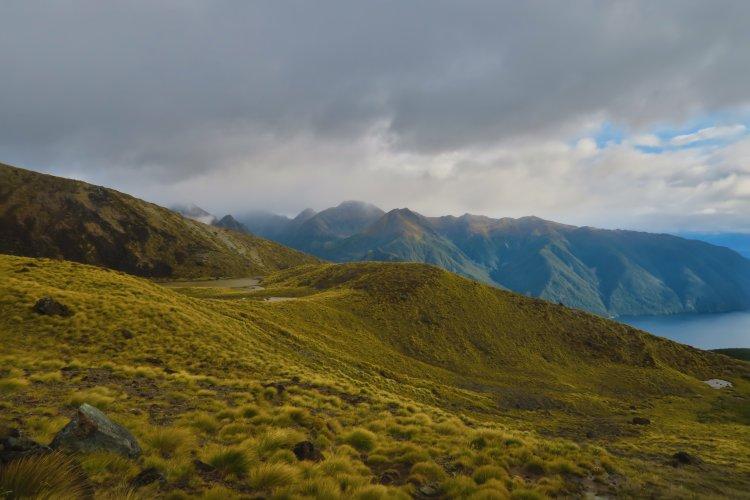 Berge-und-Südfjord-vom-Lake-Te-Anau