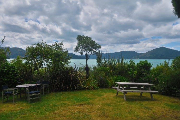 Hopewell Lodge - Blick aus dem Garten auf die Kenepuru Sounds