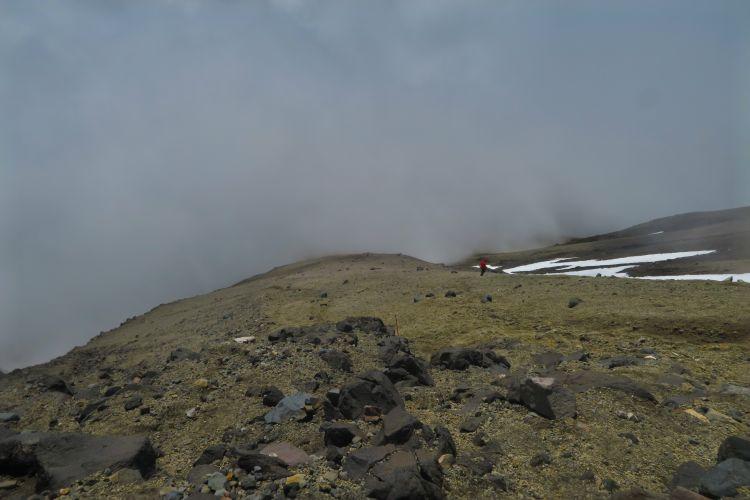Abstieg in die Wolken
