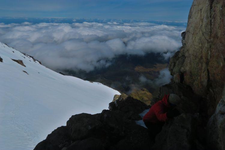 Klettern vor dem Krater