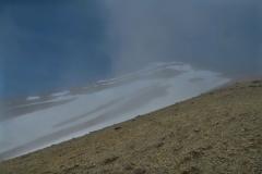 Abstieg durch die Wolken