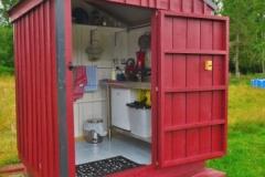 Airbnb-Shepherds-Hut-Glamping-Kuechenhaus-offen
