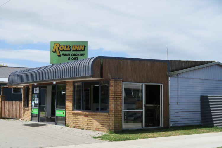 Tolaga Bay - Roll inn