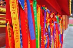 Beihai Park - Bänder vor Tempel