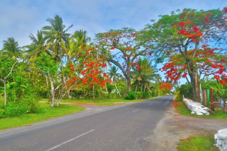Strasse um die Insel in Matavera