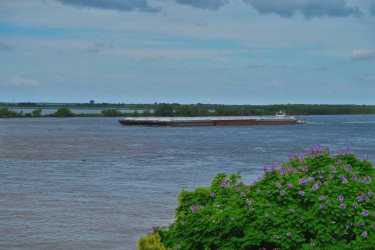 Schiff-auf-dem-Rio-Paraná