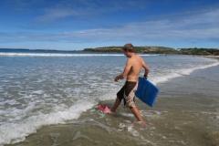 Bodysurfer auf dem Weg in Wasser