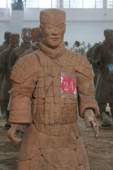 Halle1 - Soldat 24 rot