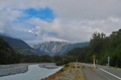 Waiho River mit Franz Josef Gletscher im Hintergrund